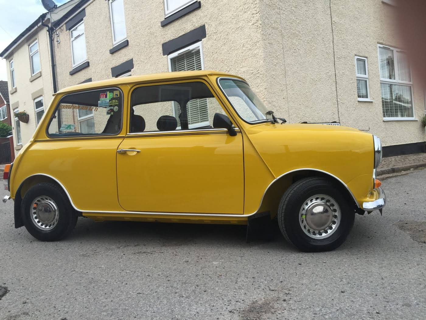 austin mini 1000 for hire in stoney stanton bookaclassic. Black Bedroom Furniture Sets. Home Design Ideas