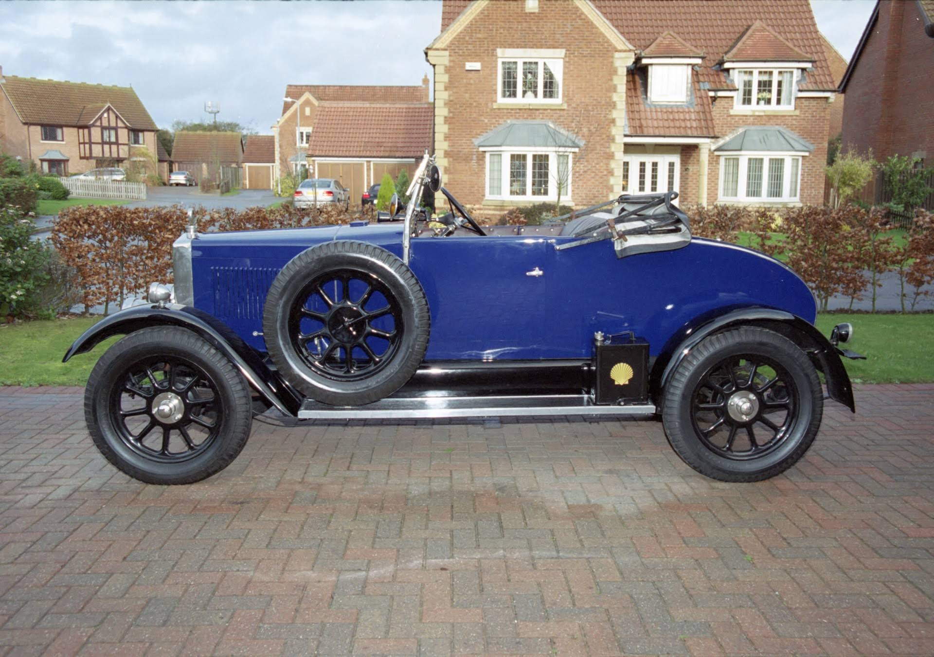 Pre-war and vintage car hire for weddings and parties